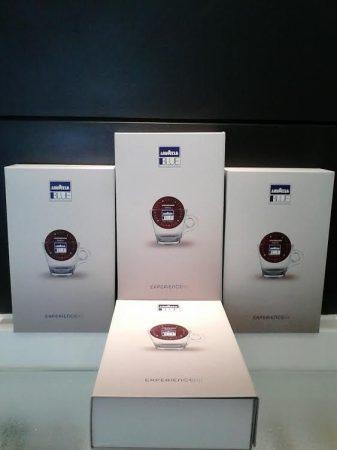 Lavazza Blue kávécsomag + kapszula tartó doboz 30 db Lavazza Blue kapszulával